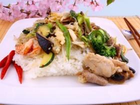 Pollo Aromático con Gambas y Verduras